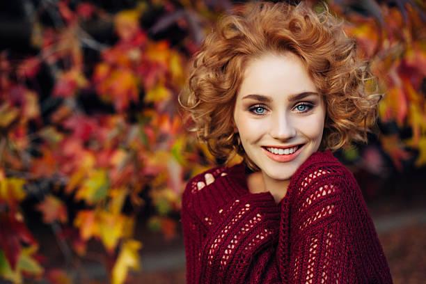 Autumn photo of a beautiful girl – Foto