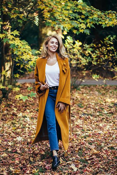 秋の美しい女の子写真 - 秋のファッション ストックフォトと画像