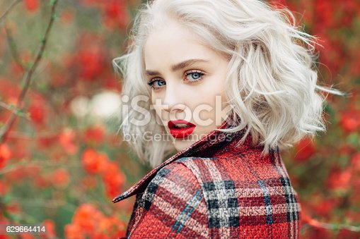 istock Autumn photo of beautiful girl 629664414
