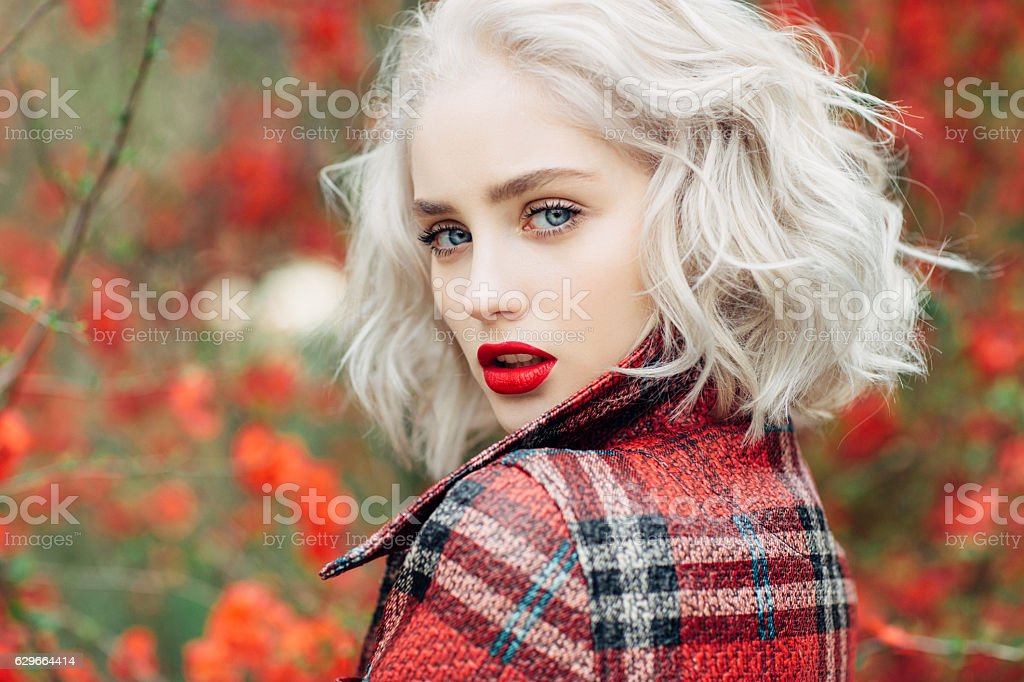 Autumn photo of beautiful girl – Foto