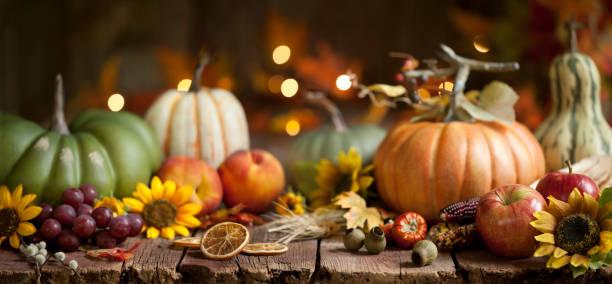 Herbst Kürbis Hintergrund auf Holz – Foto