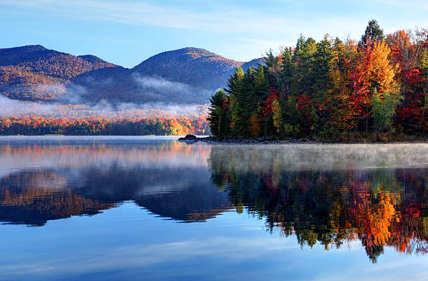 Autumn Reflection in Scenic Vermont bildbanksfoto