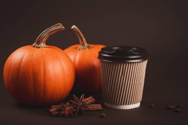 herbst würzig latte. - dunkle flecken entferner stock-fotos und bilder