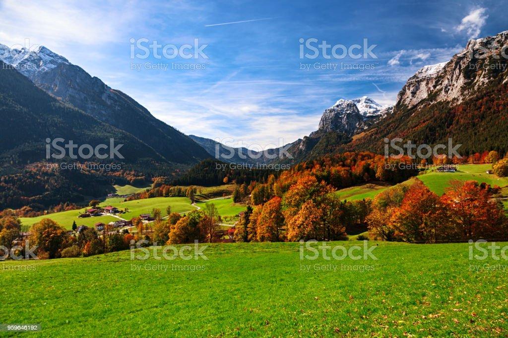 Vista otoñal de Ramsau bei Berchtesgaden Alpes bávaros, Alemania - Foto de stock de Aire libre libre de derechos