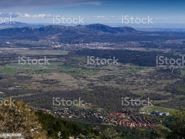 Autumnal valley of the sierra de guadarrama in madrid picture id1190184065?b=1&k=6&m=1190184065&s=612x612&h=gnnpqqwxhtfe icj3xdhbijspmaimxi4qapp nrffpe=