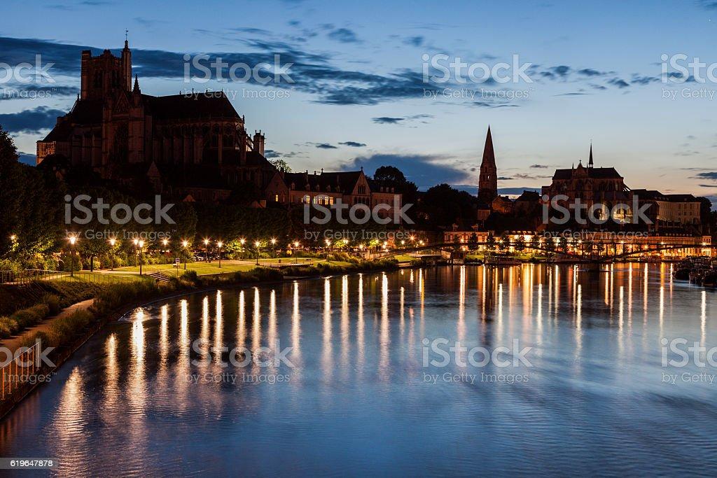 Auxerre le long de la rivière de l'Yonne - Photo