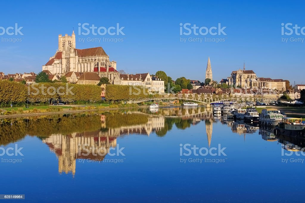 Auxerre, cathedral and Yonne river - Photo