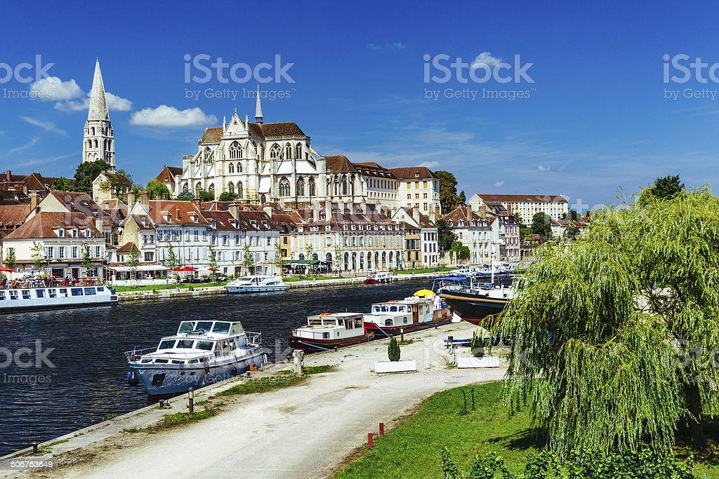 Auxerre ville et la rivière de l'Yonne, en France - Photo