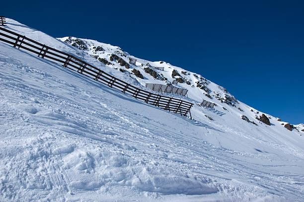 avalanche schutz zäunen in den bergen - fiss tirol stock-fotos und bilder