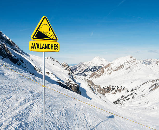 Avalanche Warnschild in die Alpen – Foto