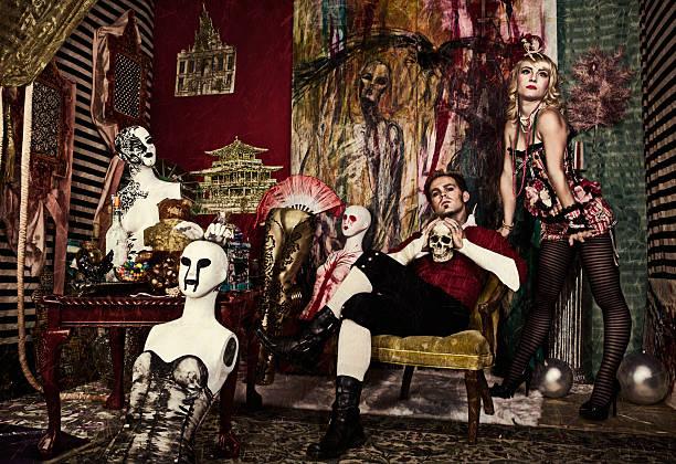 avant-garde gotischen mode - gothic bilder stock-fotos und bilder