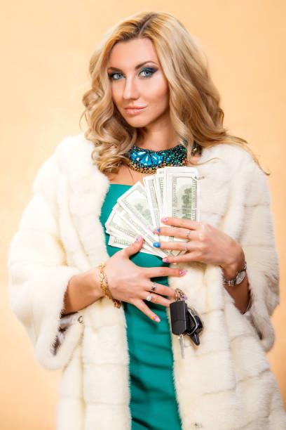 avarice (avaritia) ist eine von sieben todsünden - geld schön verpacken stock-fotos und bilder