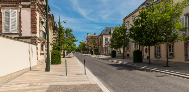Avenue de Champagne Epernay Epernay: Street 'Avenue de Champagne' in Epernay with all the big Champagne houses, France. epernay stock pictures, royalty-free photos & images