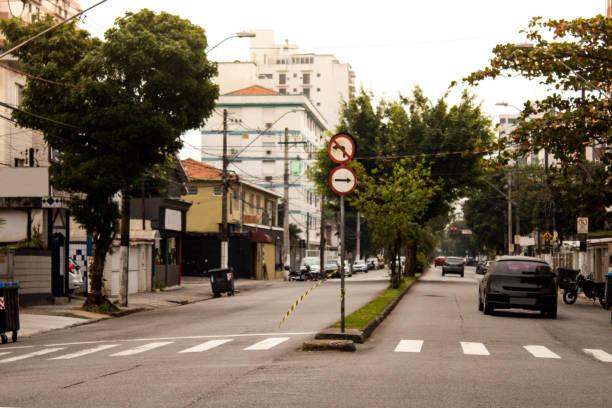 avenida de la ciudad de santos, são paulo - señalización vial fotografías e imágenes de stock