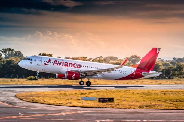 Aviação: Airbus A320ceo-PR-OCM-Avianca Brasil-Aeroporto de Cuiaba (CGB/SBCY), Brasil - foto de acervo