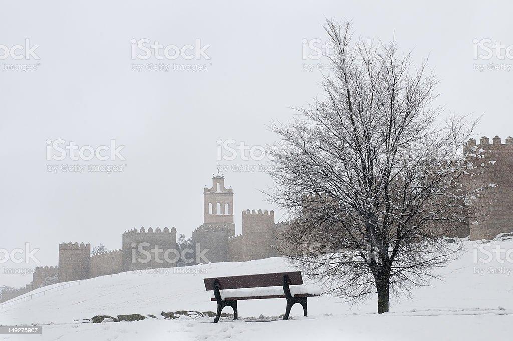 avila pared en invierno - foto de stock