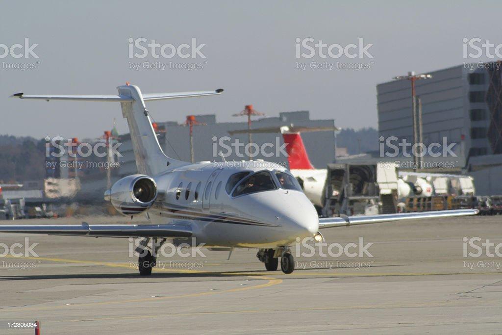 avioneta en tierra stock photo