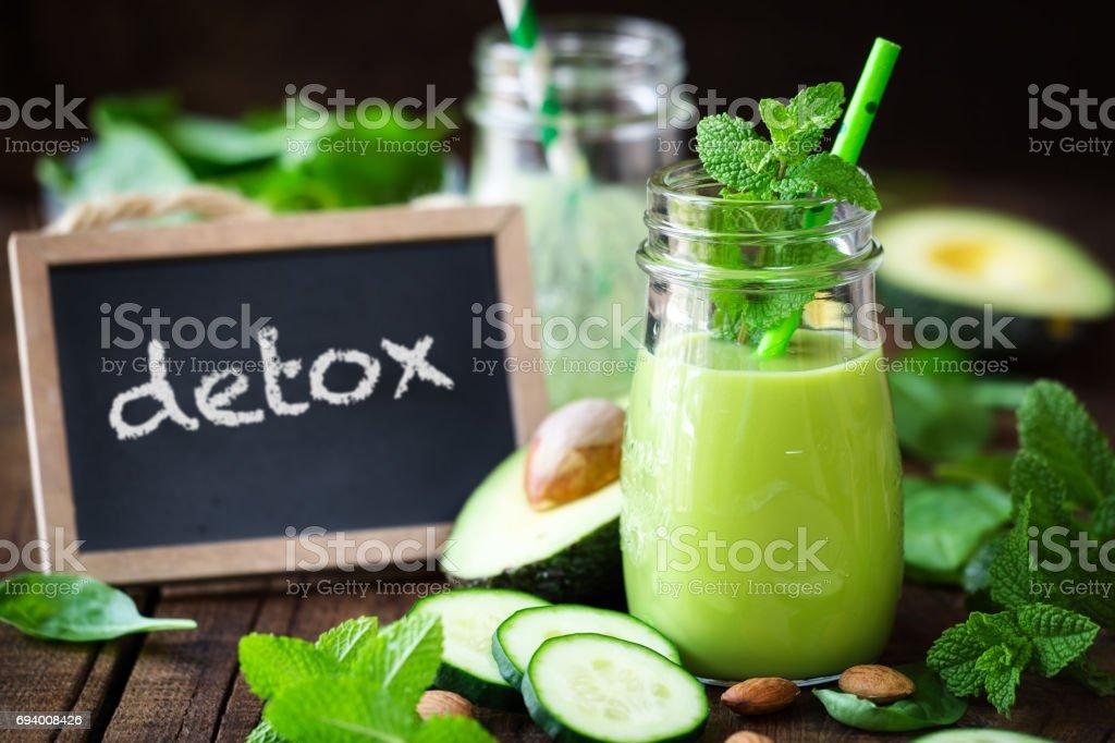 Avocado and cucumber detox smoothie - Zbiór zdjęć royalty-free (Awokado)