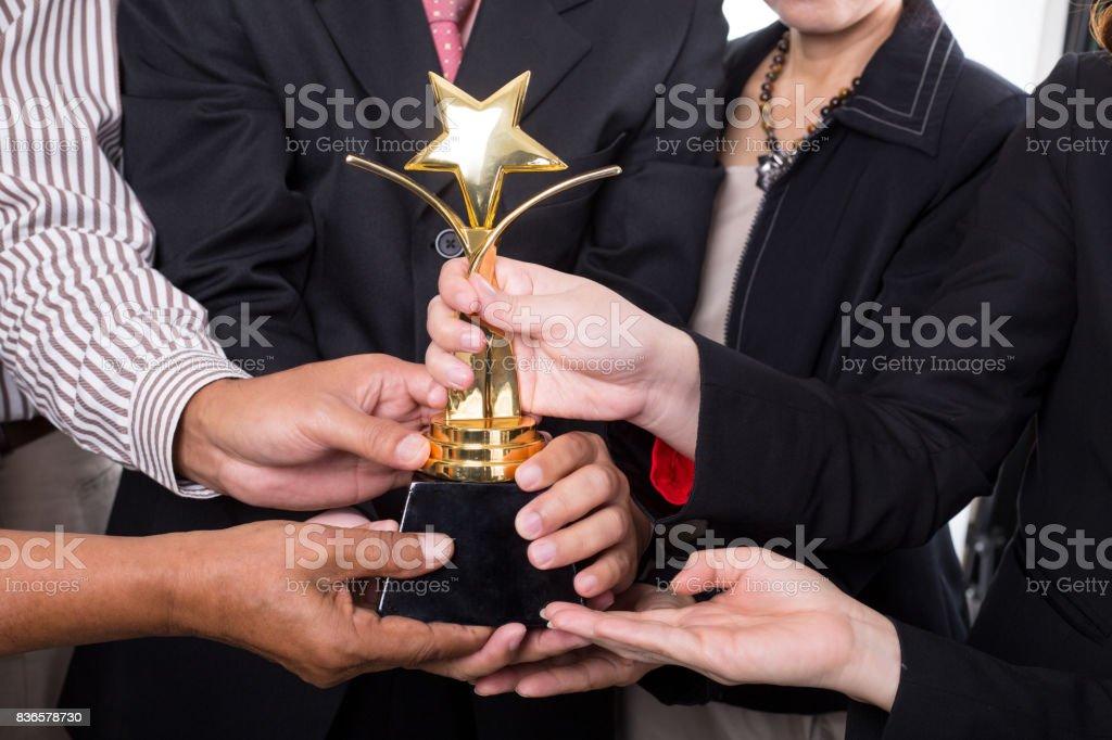 Award-Trophäe-Gewinner-Business-team – Foto