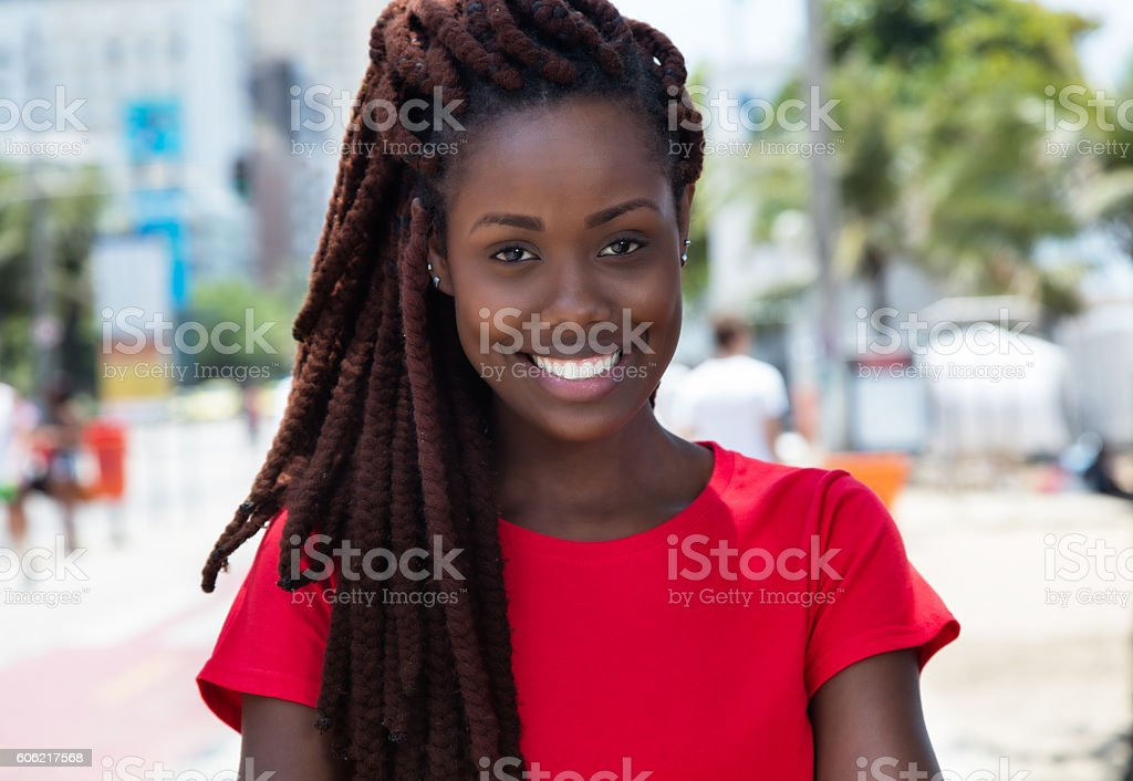 Awesome african woman with dreadlocks in the city​​​ foto