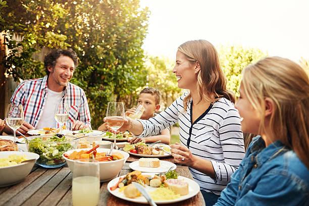 awesome food brings people together - sonntagsbrunch stock-fotos und bilder
