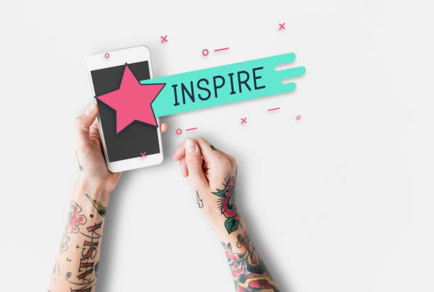 tolle kostenlose leidenschaft gefühlvollen inspirieren grafiken - tattoos frauen arm stock-fotos und bilder