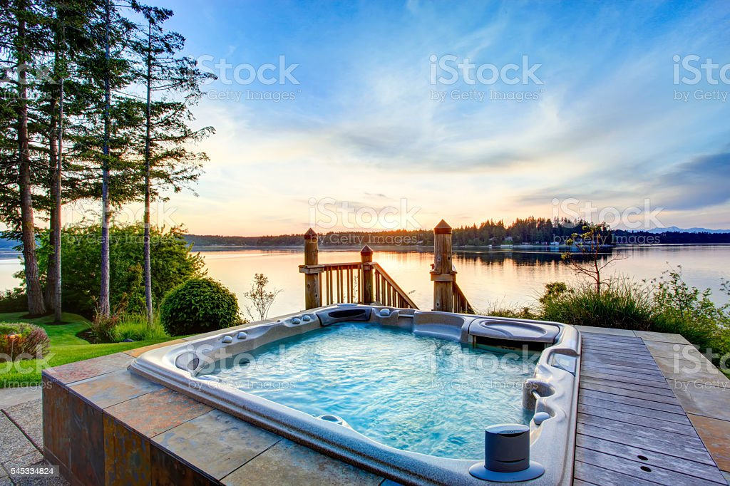 Awesome water view with hot tub in summer evening. – Foto
