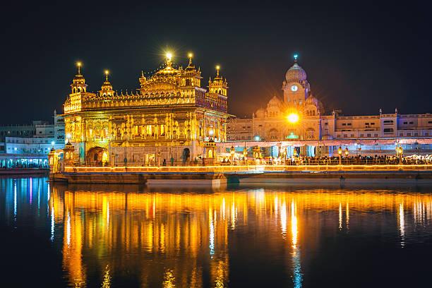 unglaublich sikh golden tempel bei nacht amritsar indien - goldener tempel stock-fotos und bilder