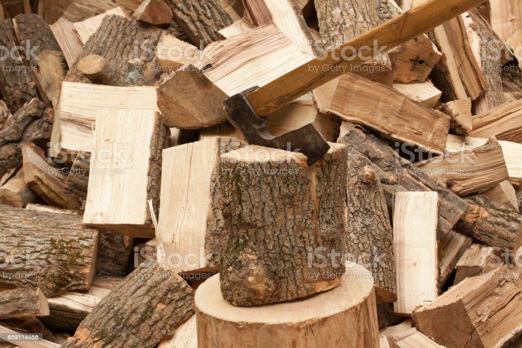 Axt mit Brennholz – Foto
