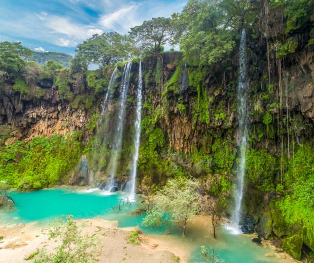 ayn athum waterfall - oman стоковые фото и изображения