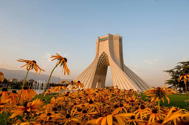 azadi tower bei sonnenuntergang moment, iran - iranische stock-fotos und bilder