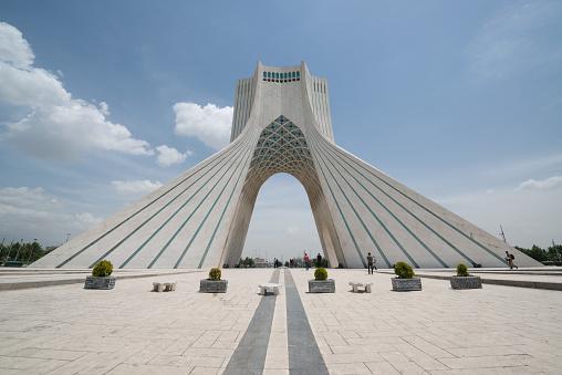 Azaditurm Befindet Sich Am Azadiplatz In Teheran Stadt Stockfoto und mehr Bilder von Architektur