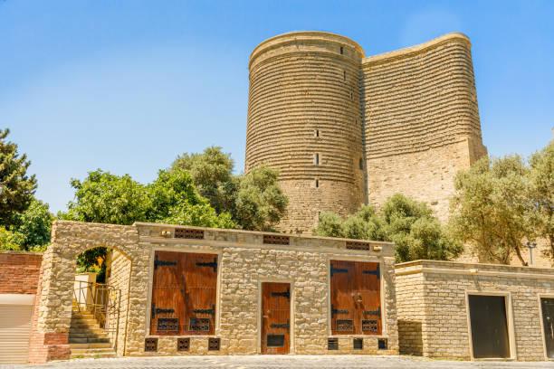 Aserbaidschanische Steinbauten mit Gız Galası mittelalterlichem Maiden-Turm, Altstadt, Baku, Aserbaidschan – Foto