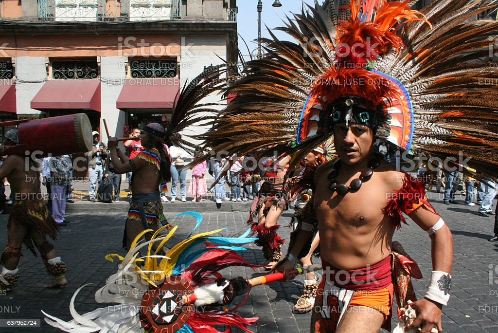 Aztec dancers in Alebrije parade in México city. - foto de stock