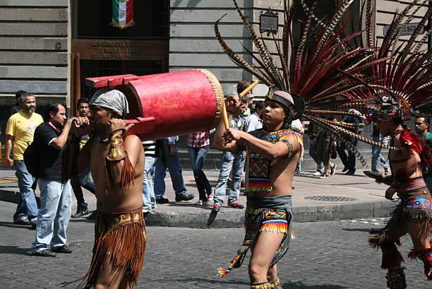 Aztec musicians in the Alebrije parade in México city. - foto de stock
