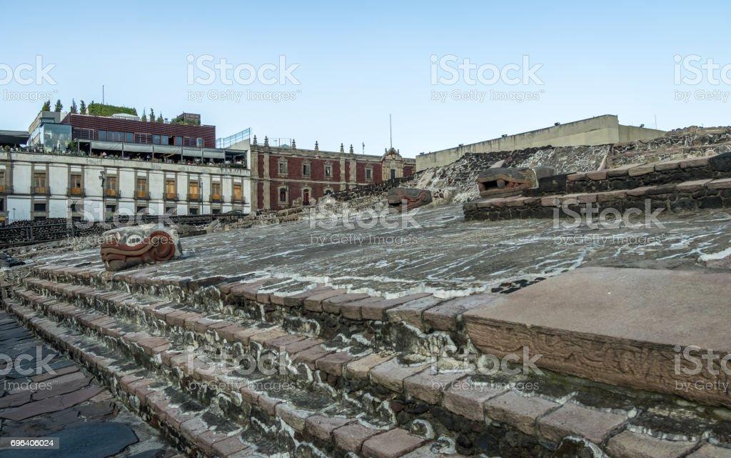 アステカの神殿 とテノチティト...