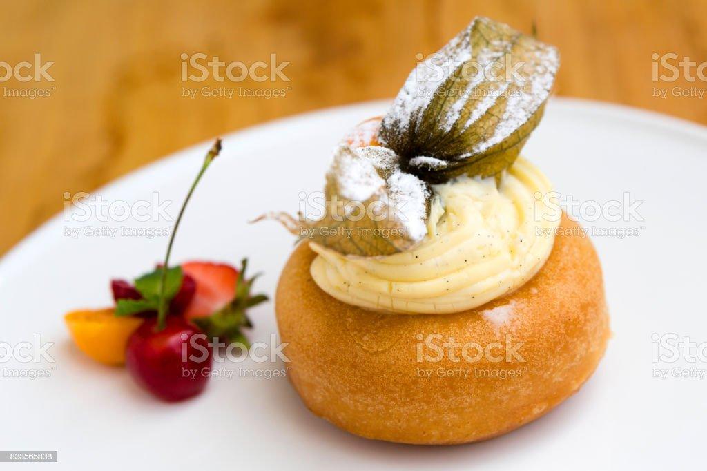 Baba au rhum dessert - Photo