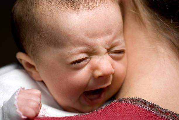 Baby in die Arme 3-Gähnen – Foto