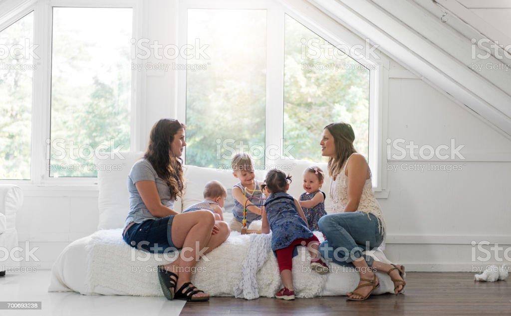 Babys und Mütter treffen – Foto
