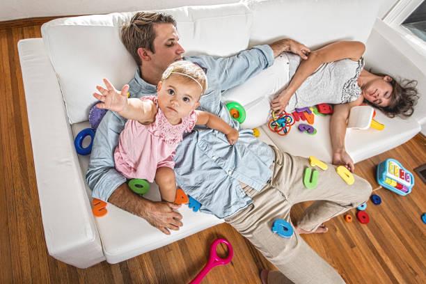 babies and parenting life - caos imagens e fotografias de stock