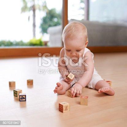 istock Baby and her blocks 507031947