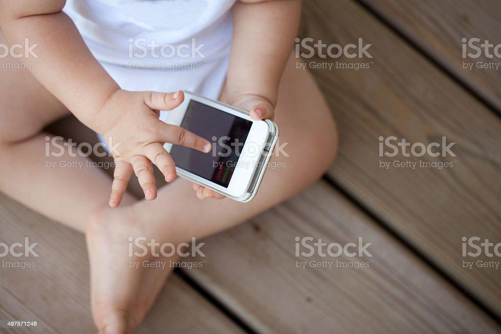Baby und Mobil-Telefon – Foto