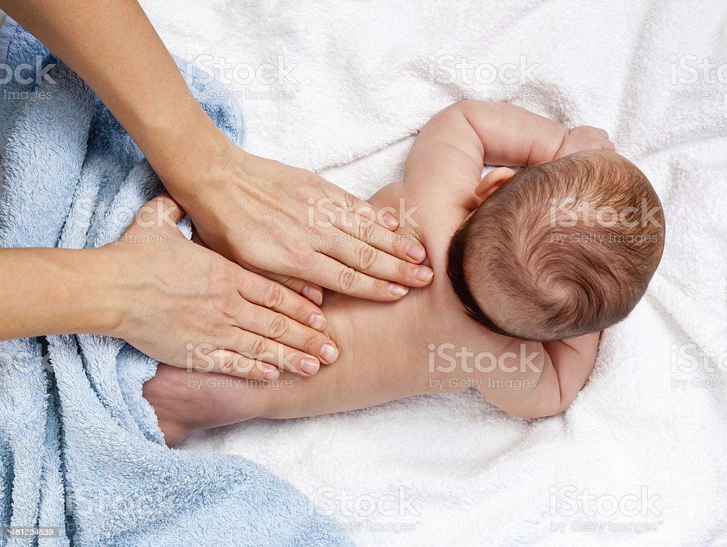 Baby back massage bildbanksfoto