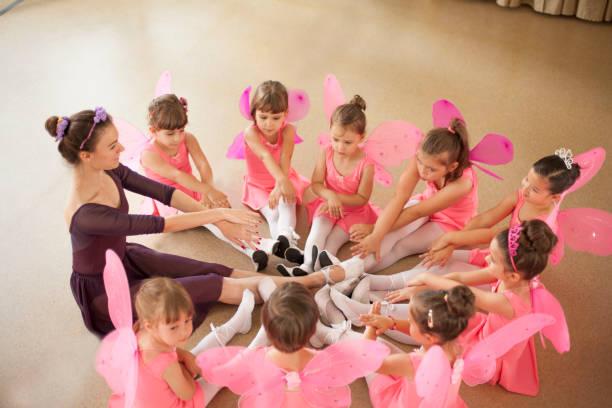 Baby ballerinas in ballet studio Baby ballet dance studio stock pictures, royalty-free photos & images