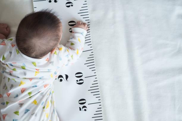 Vücut ve ölçüm bandı bebeğim. stok fotoğrafı