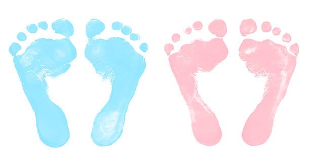 baby jungen und mädchen footprints - fußspuren stock-fotos und bilder