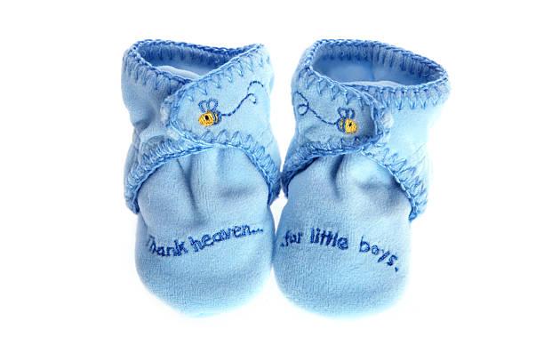 baby jungen babyschuhe - babyschuh stock-fotos und bilder