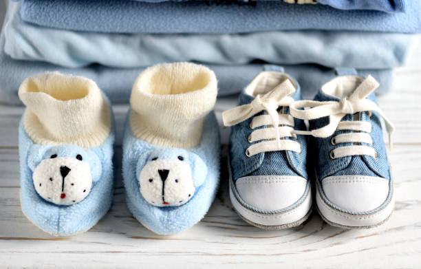 babymode – jungen - jumpsuit blau stock-fotos und bilder