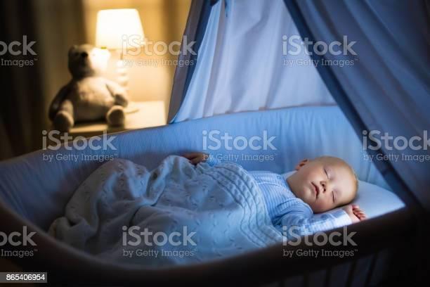 Baby boy drinking milk in bed picture id865406954?b=1&k=6&m=865406954&s=612x612&h=kumxgftoztvzgygpzh3c7tlhywhnjt22yo25kmvzl6k=