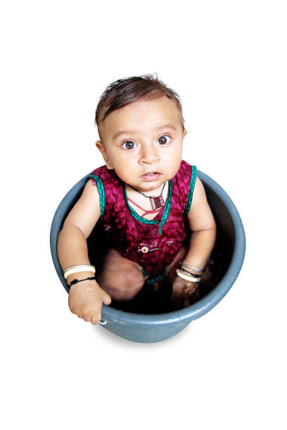 bebé chico disfrutar en el centro de costos - foto de stock